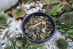 MAMA´S TEA - ZELENÝ ČAJ SE SKOŘICOVOU PŘÍCHUTÍ – 100% Cejlonský zelený čaj, kousky skořice, květy heřmánku, sléz lesní